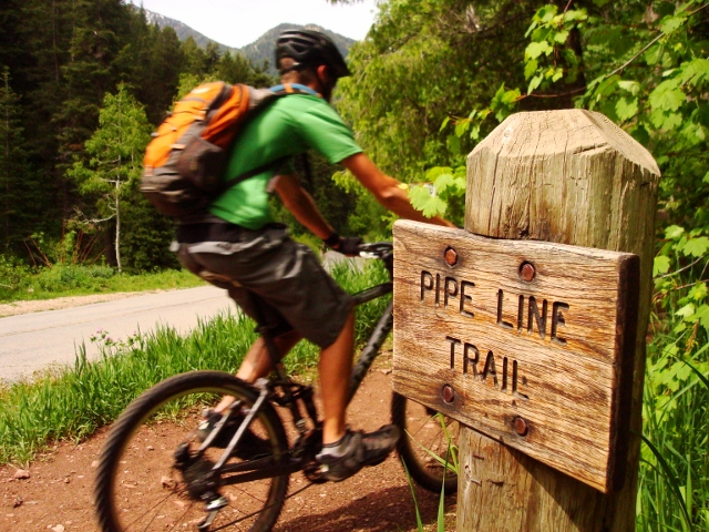 The start of the Pipeline Trail at Elbow Fork in Mill Creek Canyon.