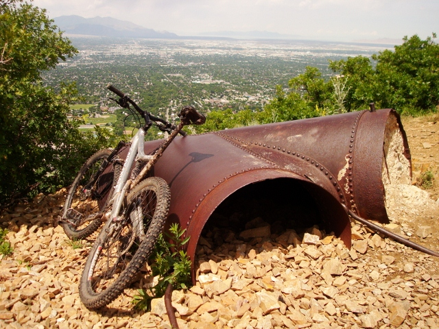The overlook above the Salt Valley at the end of the Pipeline Trail.