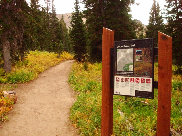 The trailhead to Cecret Lake is well signed. (Photo: Jared Hargrave - UtahOutside.com)