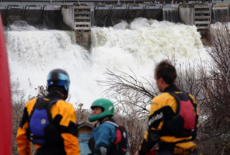 Kayakers prepare to launch at the Grace Dam (Photo: Will Taggart)