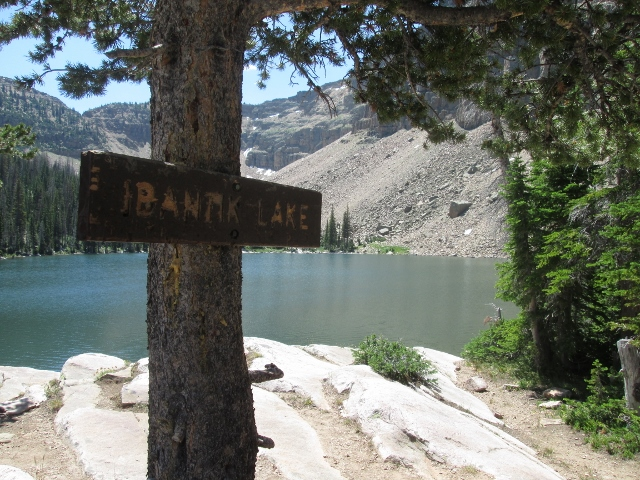 Ibantik Lake features a rugged backdrop and clean, clear water. (photo: Ryan Malavolta/Utahoutside.com)